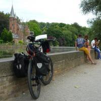 Brugge, château au bord de l'eau